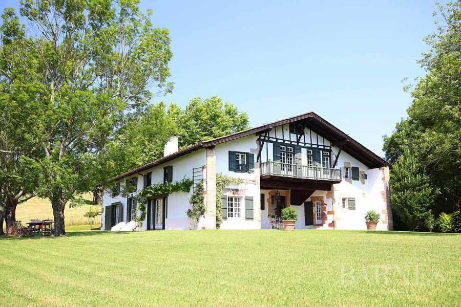 SARE, 20 MINUTES FROM SAINT JEAN DE LUZ, BASQUE STYLE FARMHOUSE WITH HEATED POOL, PANORAMIC MOUNTAIN VIEW picture 19