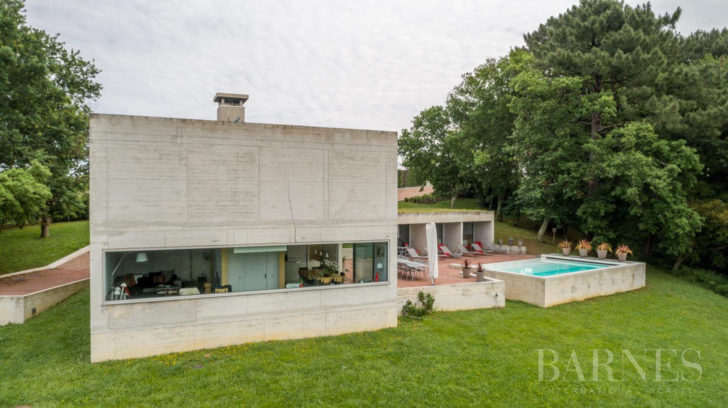 GUETHARY, NEAR SAINT JEAN DE LUZ, CONTEMPORARY HOUSE WITH 6 BEDROOMS, HEATED POOL picture 4