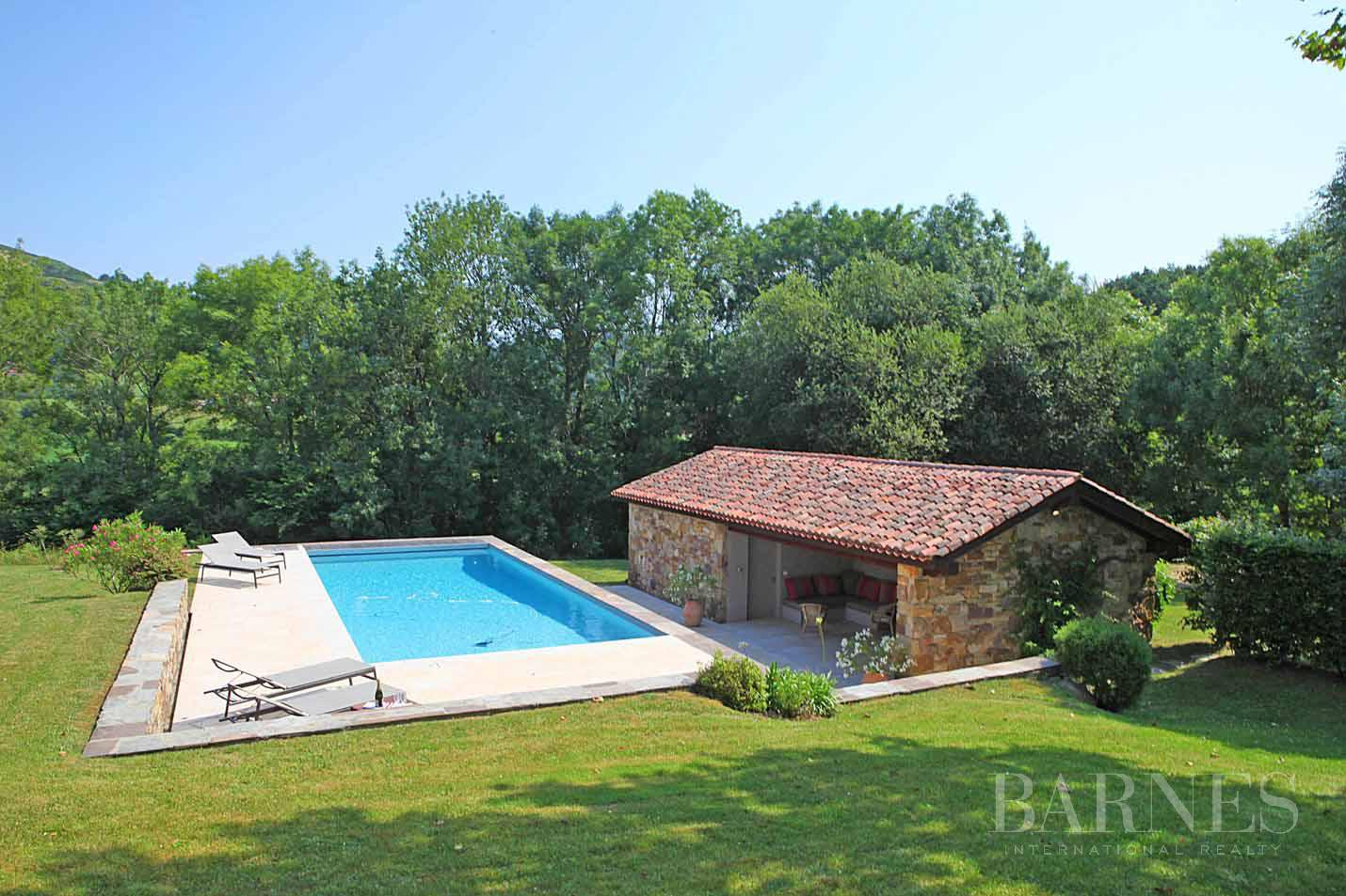 SARE, 20 MINUTES FROM SAINT JEAN DE LUZ, BASQUE STYLE FARMHOUSE WITH HEATED POOL, PANORAMIC MOUNTAIN VIEW picture 4