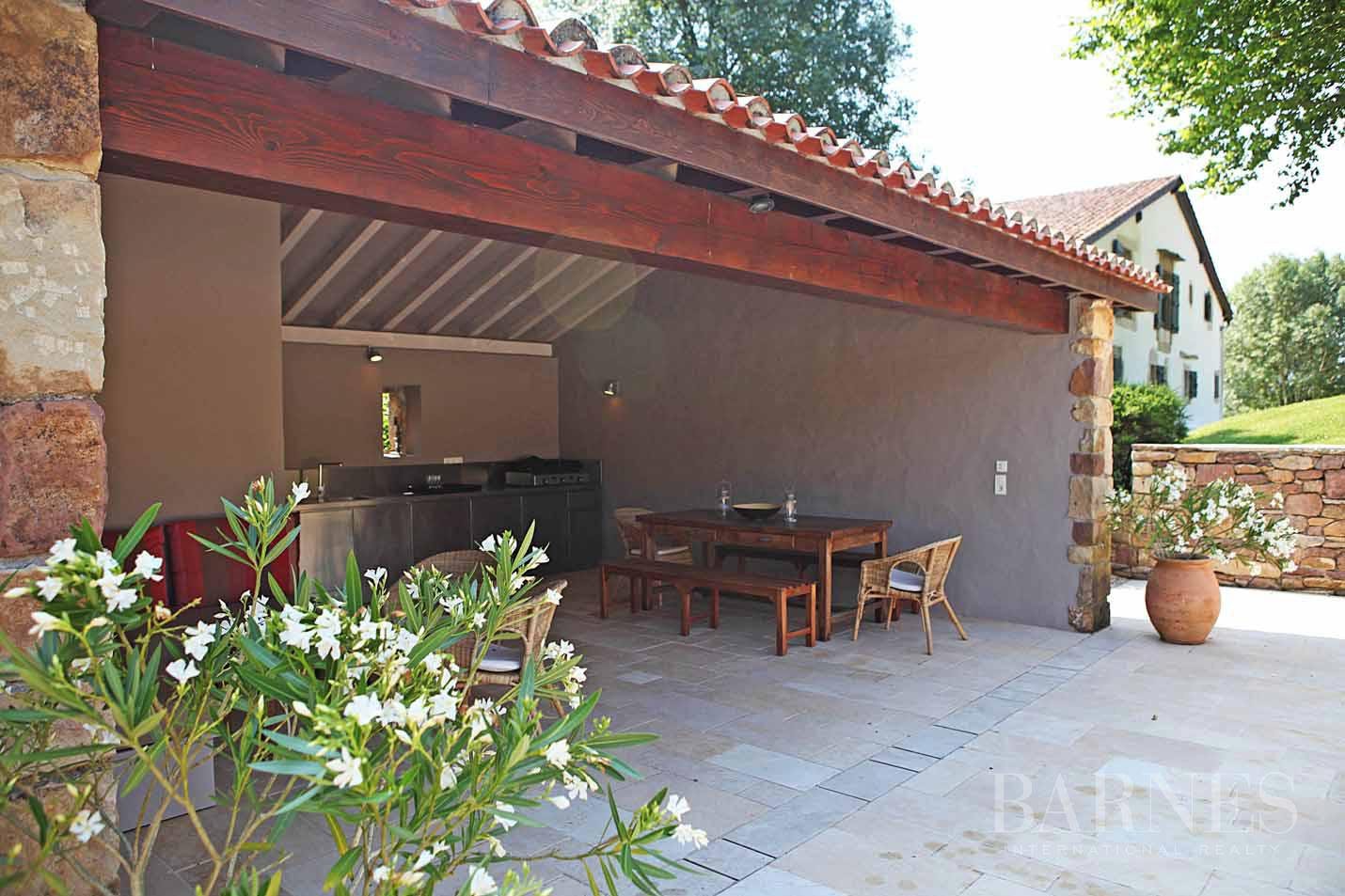 SARE, 20 MINUTES FROM SAINT JEAN DE LUZ, BASQUE STYLE FARMHOUSE WITH HEATED POOL, PANORAMIC MOUNTAIN VIEW picture 5