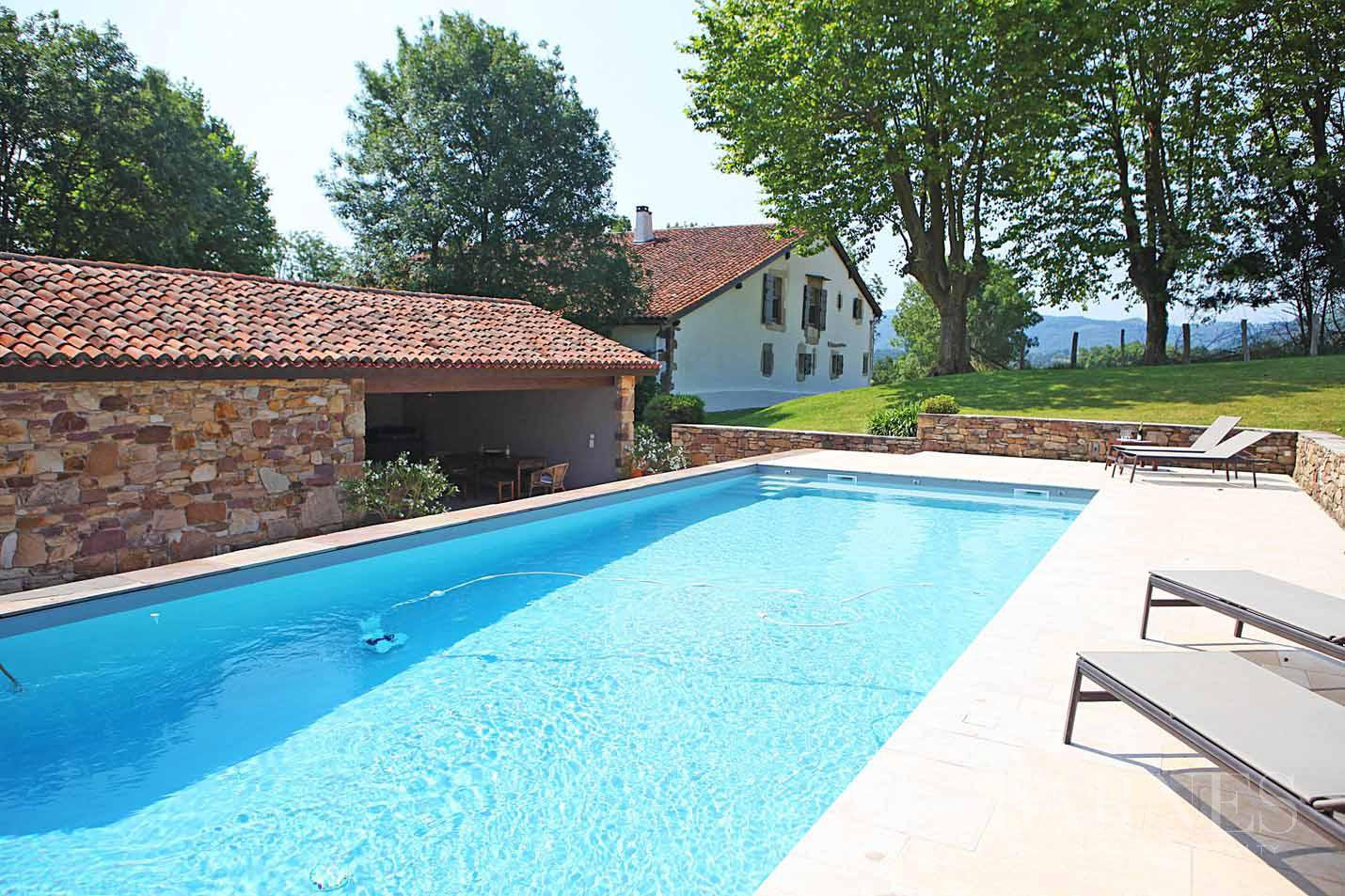SARE, 20 MINUTES FROM SAINT JEAN DE LUZ, BASQUE STYLE FARMHOUSE WITH HEATED POOL, PANORAMIC MOUNTAIN VIEW picture 7