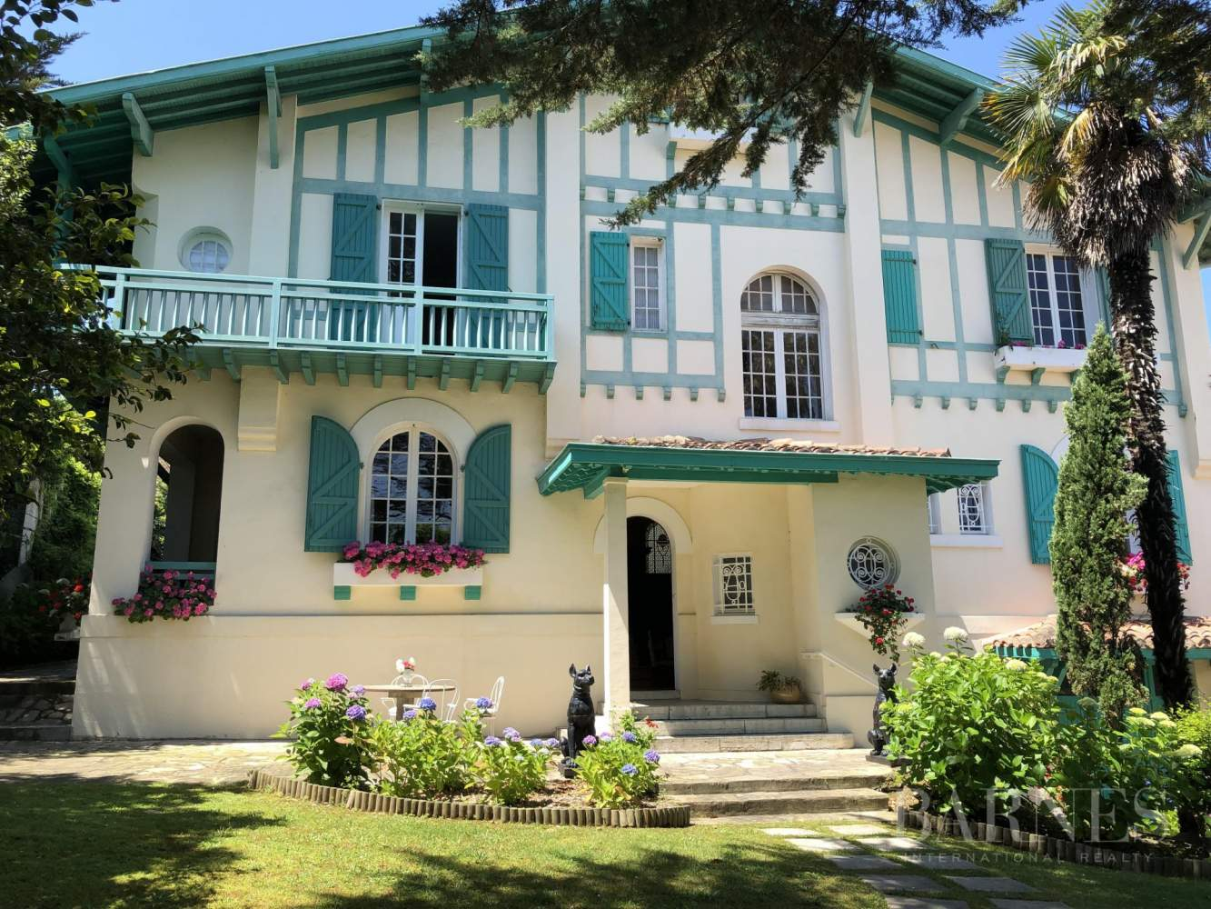 BIARRITZ, HOUSE WITH GARDEN AND POOL, 6 BEDROOMS, HEATED POOL. 10 PEOPLE. picture 1