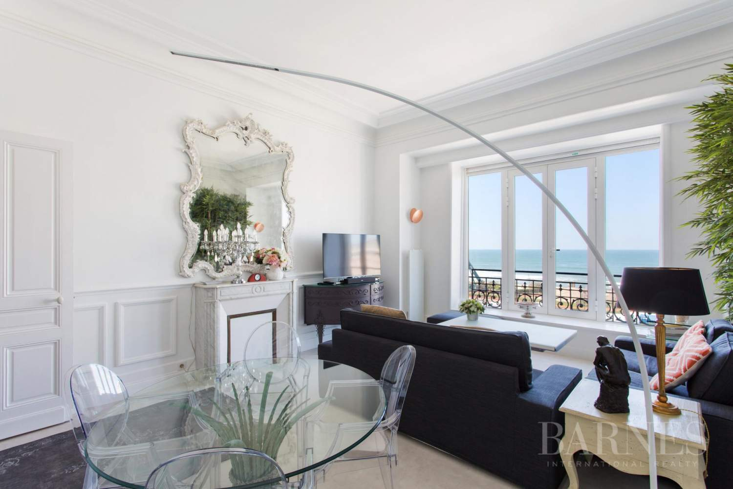 BIARRITZ, APARTMENT OVERLOOKING LA GRANDE PLAGE AND HOTEL DU PALAIS, 1 BEDROOM, 2 PEOPLE picture 2