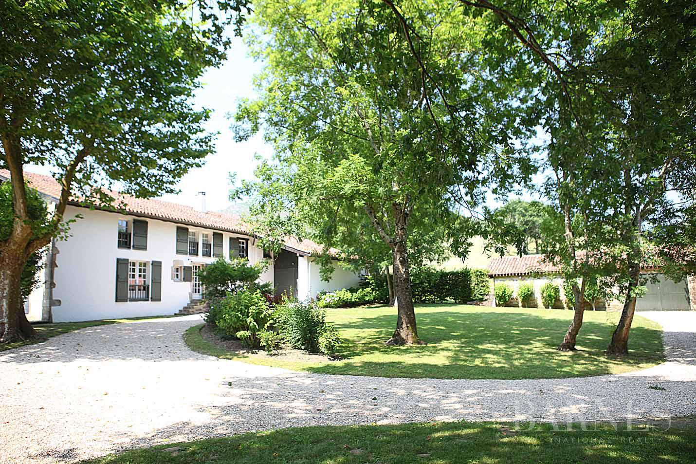SARE, 20 MINUTES FROM SAINT JEAN DE LUZ, BASQUE STYLE FARMHOUSE WITH HEATED POOL, PANORAMIC MOUNTAIN VIEW picture 8