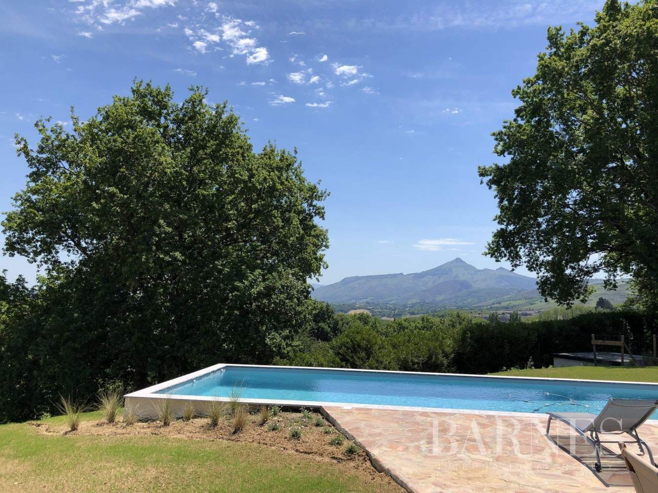 URRUGNE, LARGE HOUSE WITH A POOL AND MOUNTAINS VIEW, UP TO 17 PEOPLE picture 4