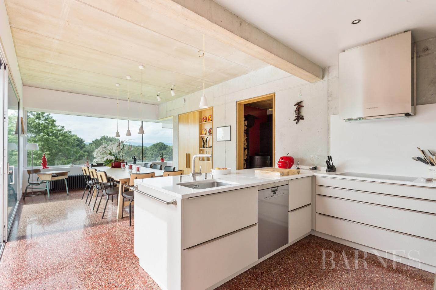 GUETHARY, NEAR SAINT JEAN DE LUZ, CONTEMPORARY HOUSE WITH 6 BEDROOMS, HEATED POOL picture 6