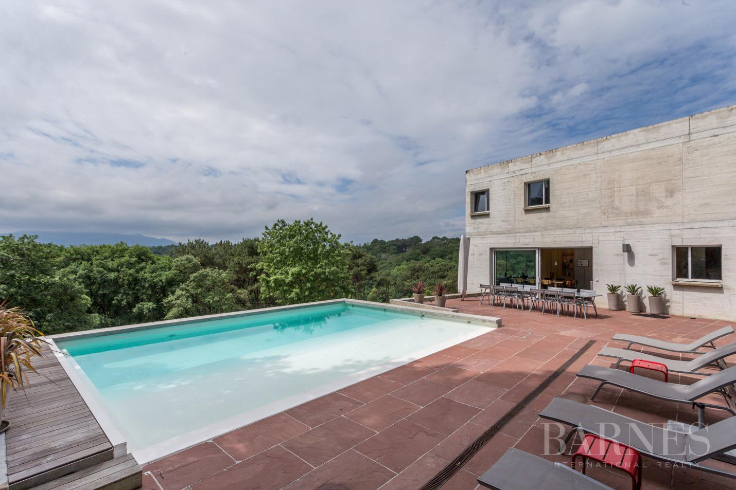 GUETHARY, NEAR SAINT JEAN DE LUZ, CONTEMPORARY HOUSE WITH 6 BEDROOMS, HEATED POOL picture 1