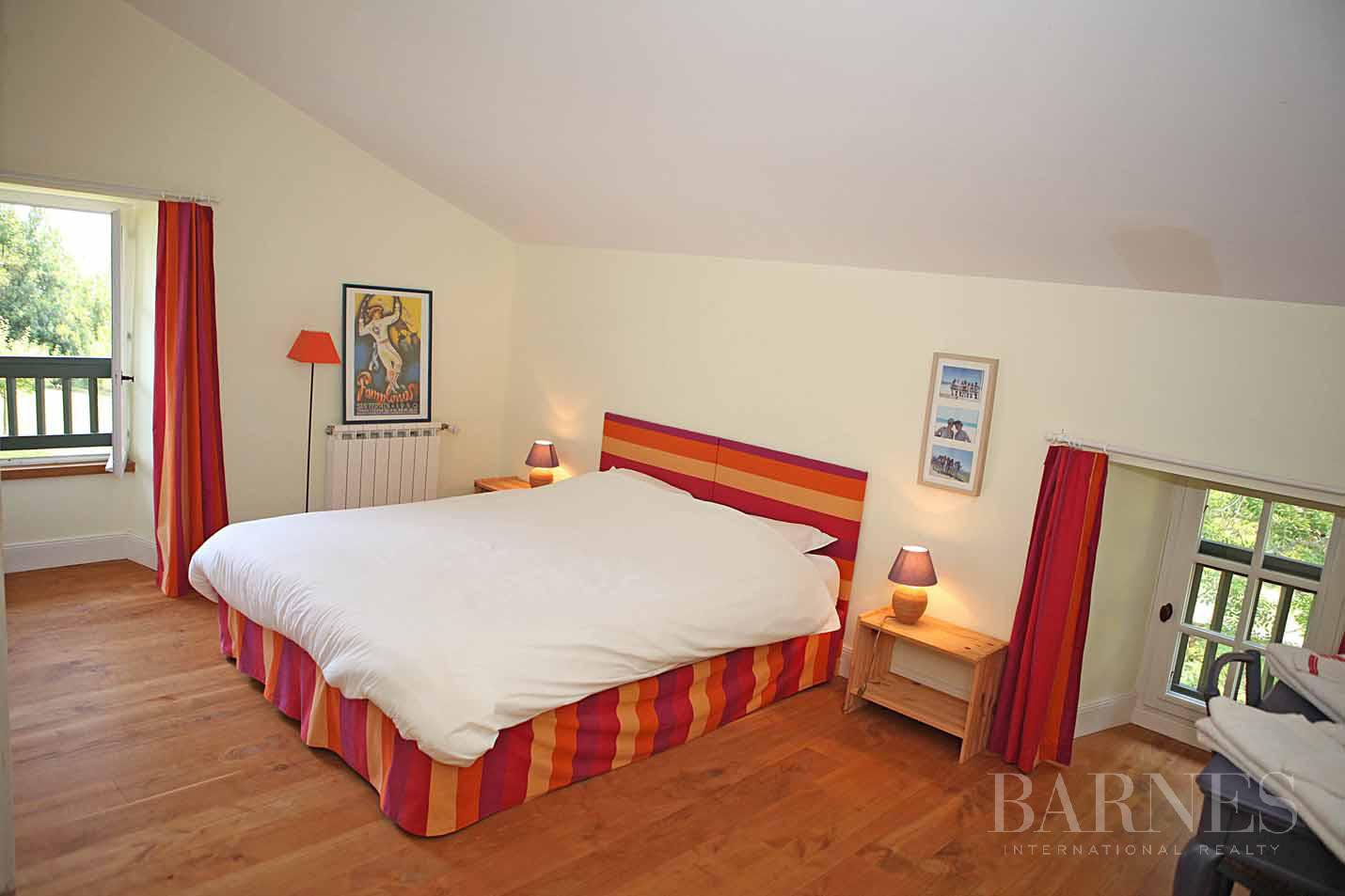 SARE, 20 MINUTES FROM SAINT JEAN DE LUZ, BASQUE STYLE FARMHOUSE WITH HEATED POOL, PANORAMIC MOUNTAIN VIEW picture 15