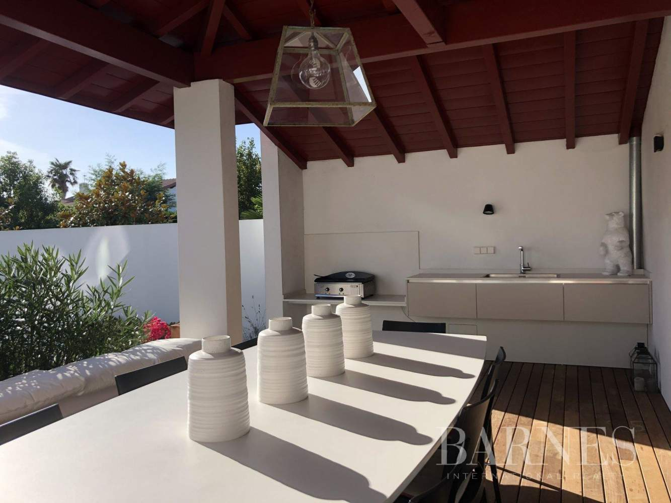 VERY NICE CONTEMPORARY HOUSE, 10 MINUTES WALK FROM THE BEACH OF SAINT JEAN DE LUZ AND FROM THE CENTER, 6 BEDROOMS, 14 PERSONS. HEATED SWIMMING POOL. picture 4