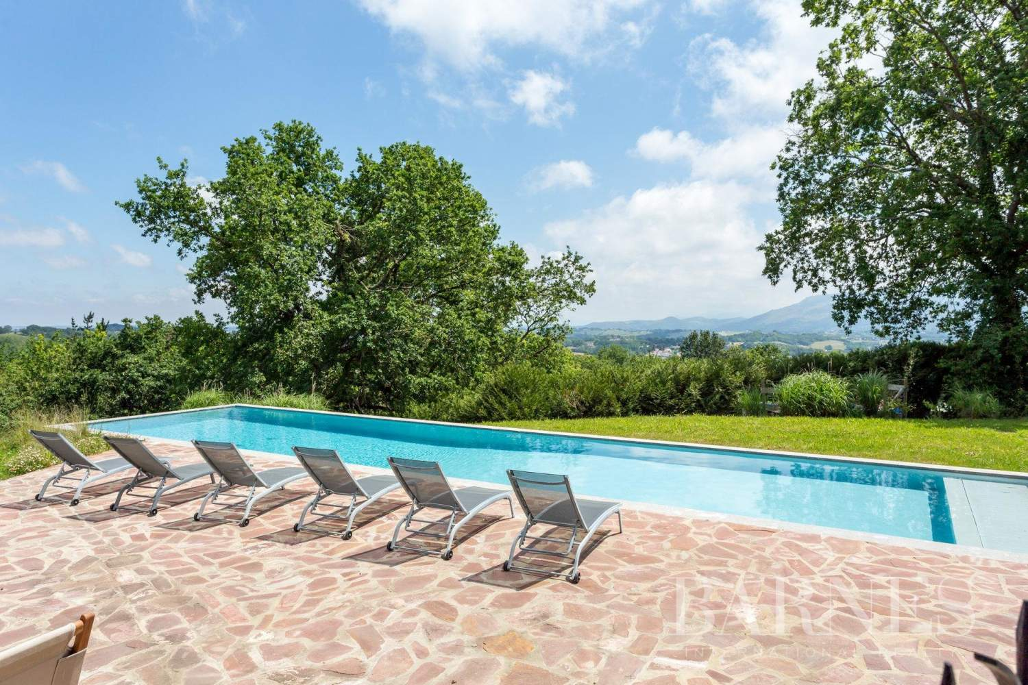 URRUGNE, LARGE HOUSE WITH A POOL AND MOUNTAINS VIEW, UP TO 17 PEOPLE picture 2