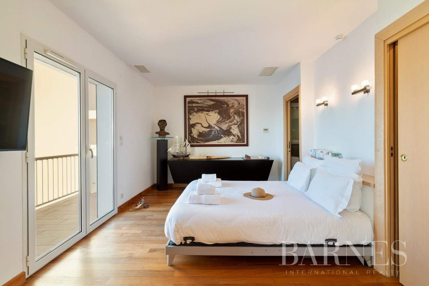 PANORAMA - IN THE HEART OF BIARRITZ RENOVATED APARTMENT WITH SEAVIEW FOR 4 PEOPLE picture 11