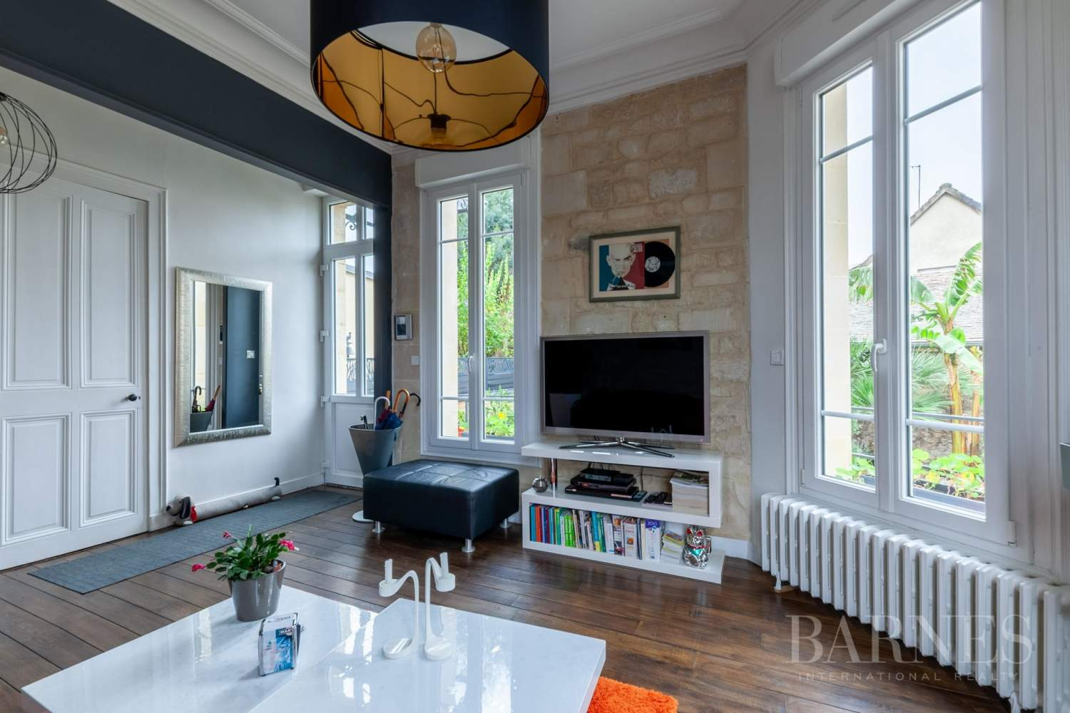 Caen Centre - Fully-renovated 196m² (2,109 sq ft) bourgeois house, 4 bedrooms, with garden and garage picture 3