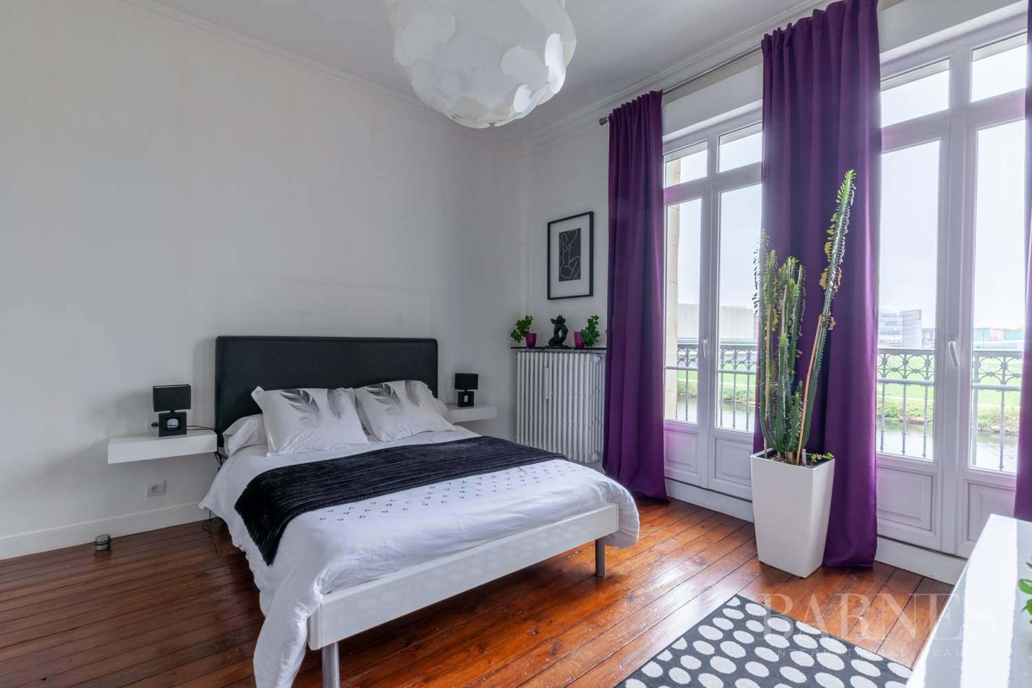 Caen Centre - Fully-renovated 196m² (2,109 sq ft) bourgeois house, 4 bedrooms, with garden and garage picture 9