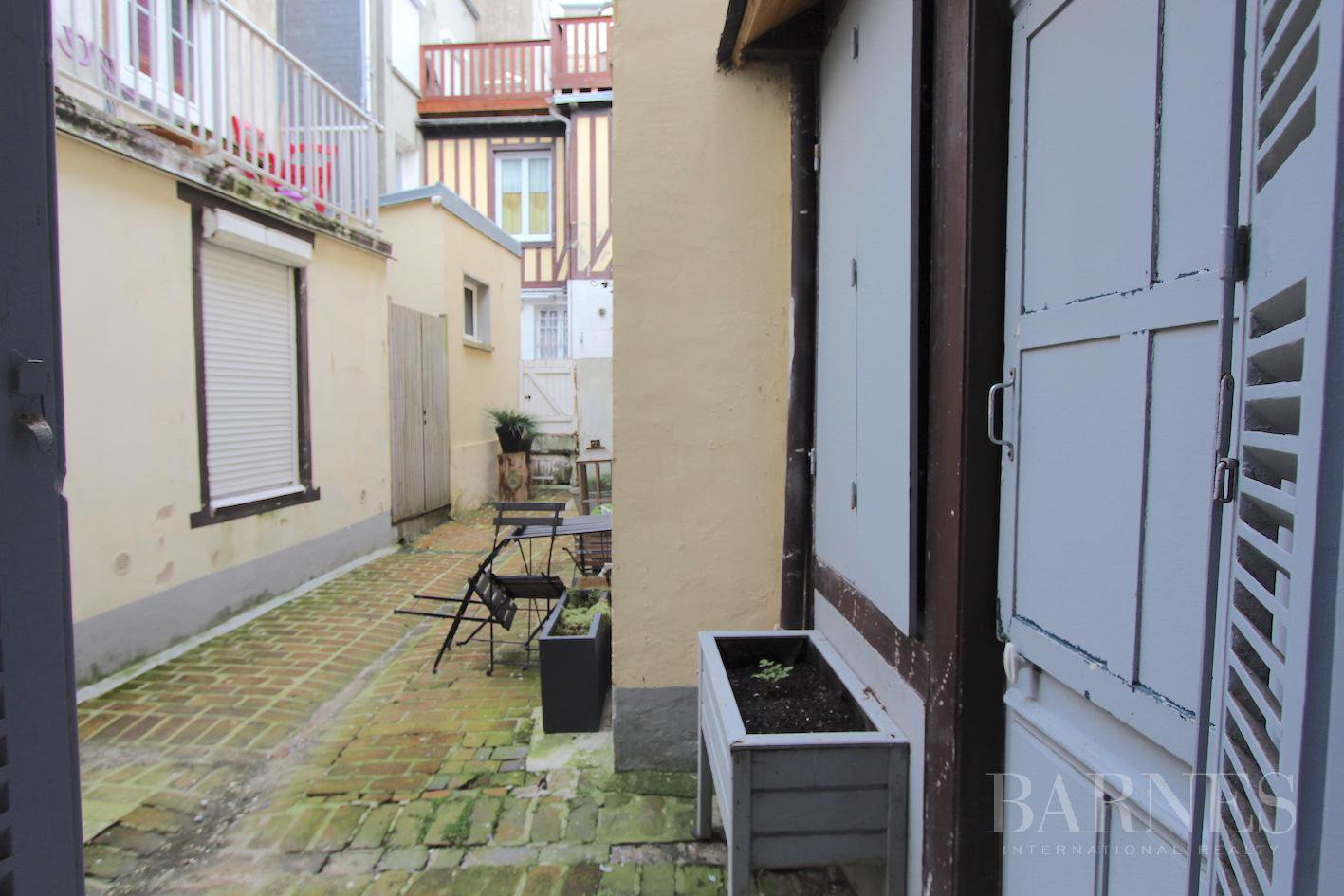 TROUVILLE - MAGNIFICENT TOWNHOUSE A SHORT WALK FROM THE BEACH picture 16