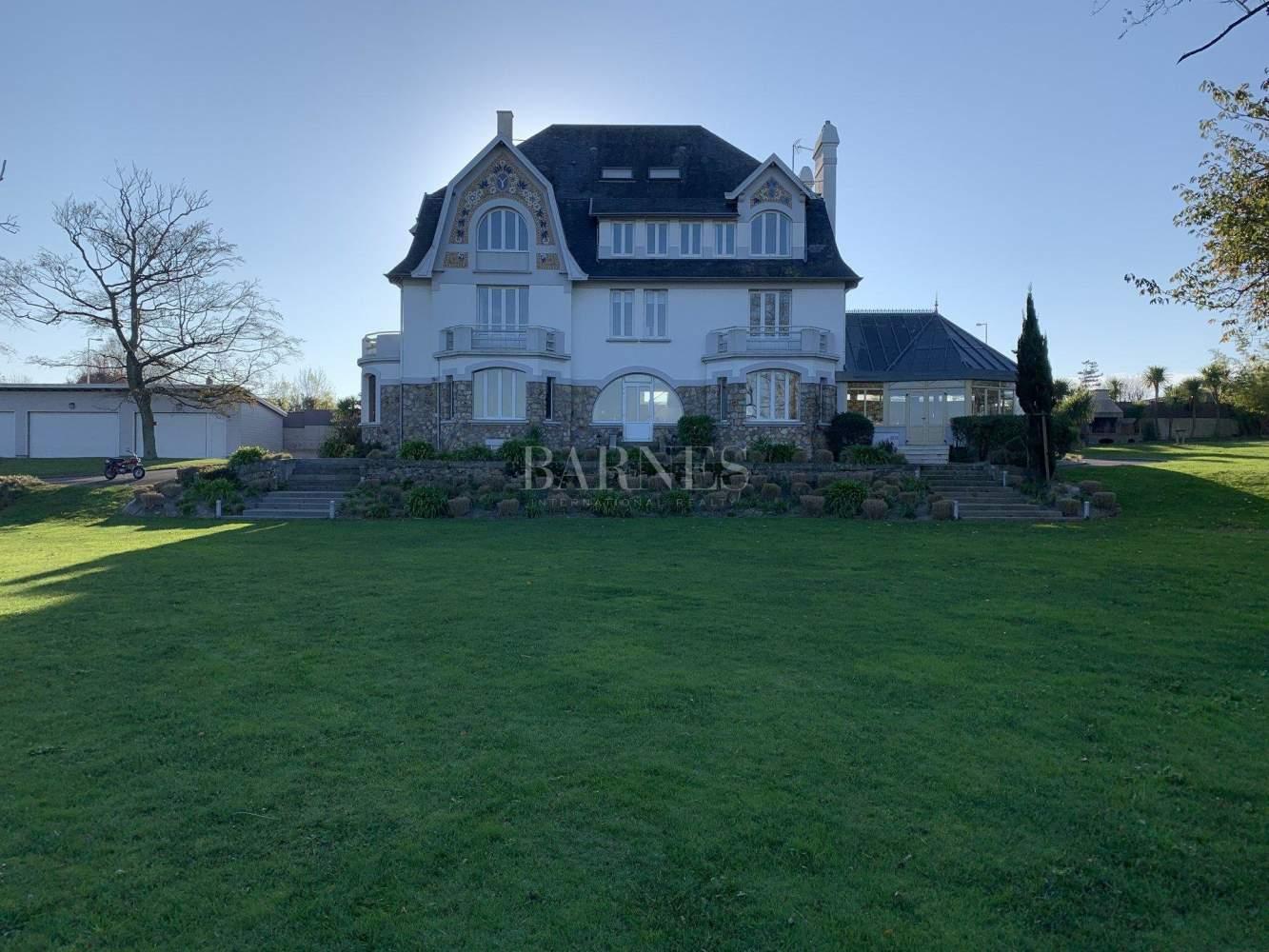 Granville  - Maison 16 Pièces - picture 1