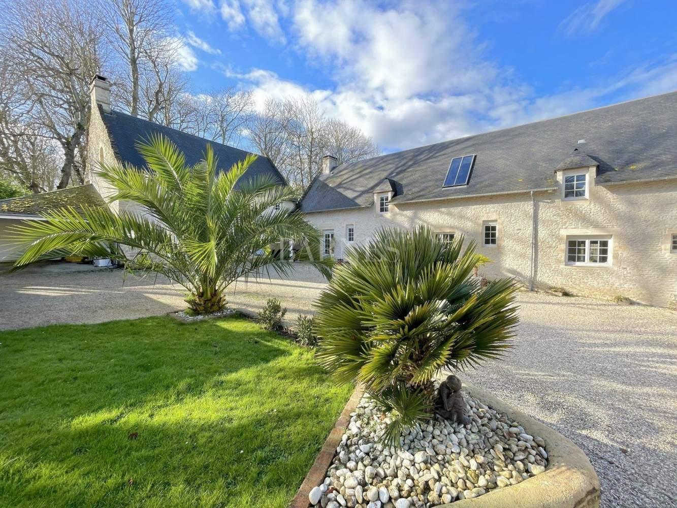 Arromanches-les-Bains  - Maison 23 Pièces 13 Chambres - picture 1