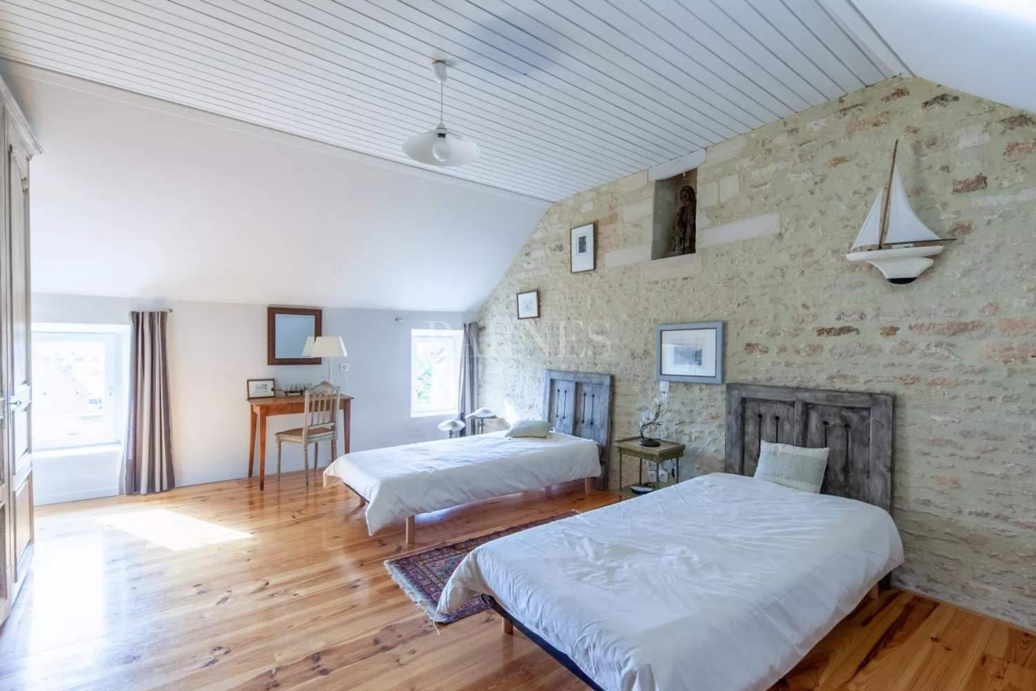 Courseulles-sur-Mer  - Maison 12 Pièces 6 Chambres - picture 9