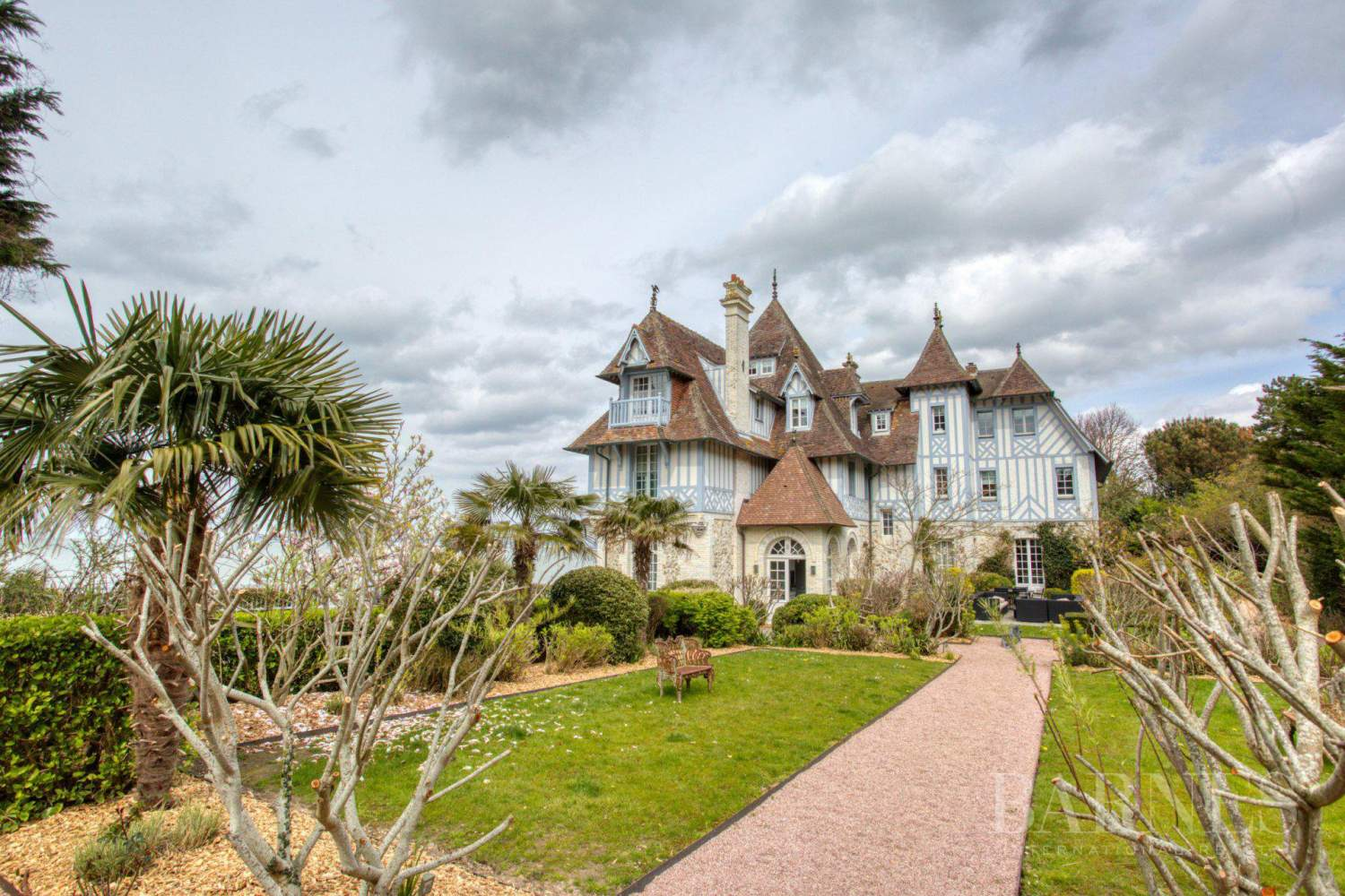 Close to Deauville - Exceptional property - 7 bedrooms - Swimming pool - direct beach access picture 3