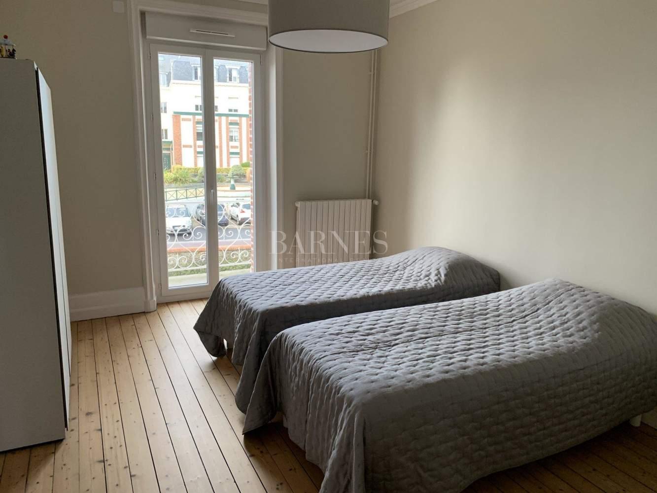 Granville  - Maison 9 Pièces 4 Chambres - picture 11