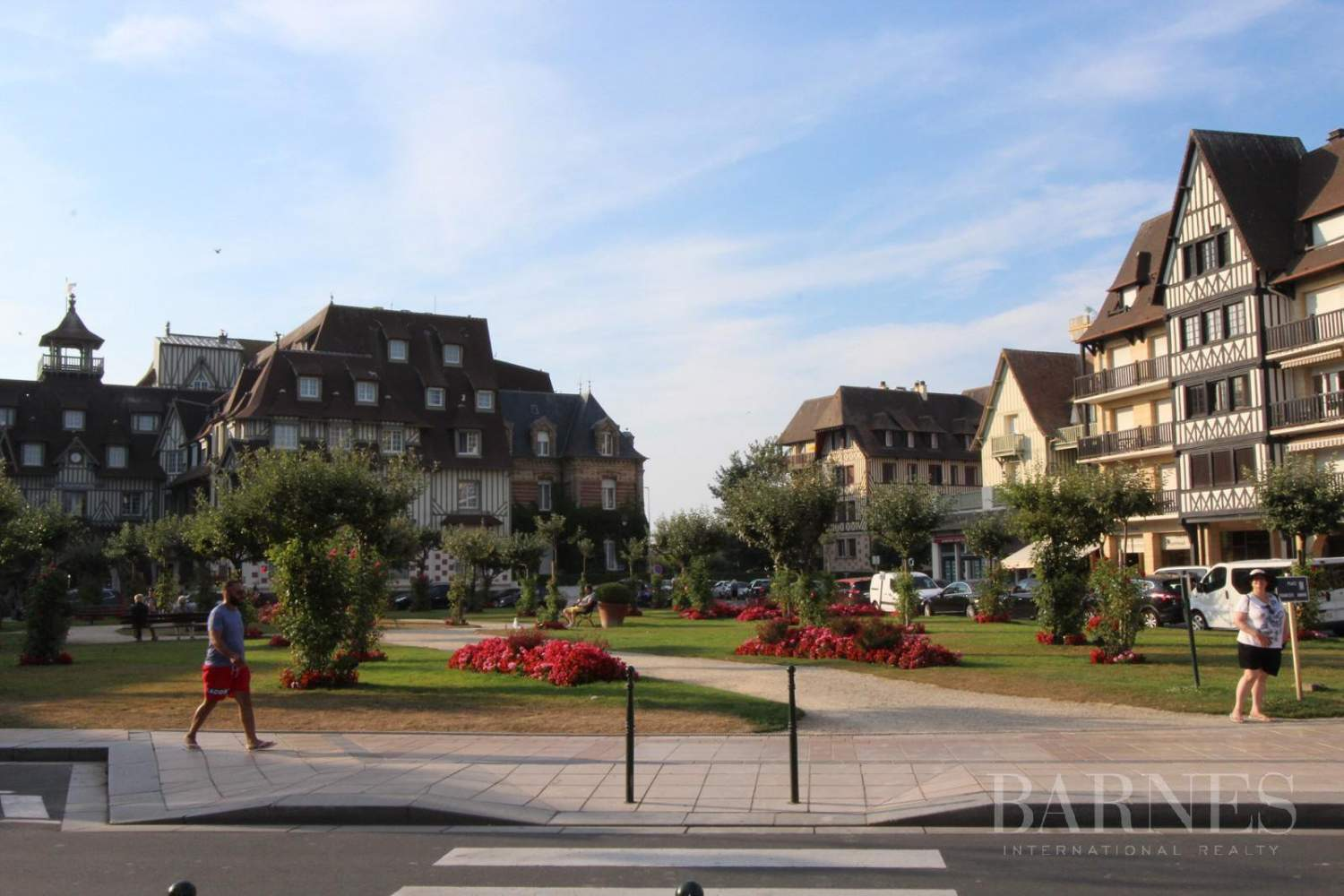 DEAUVILLE NEAR THE GOLDEN TRIANGLE - PRESTIGIOUS NEW 3-ROOM APARTMENT picture 12
