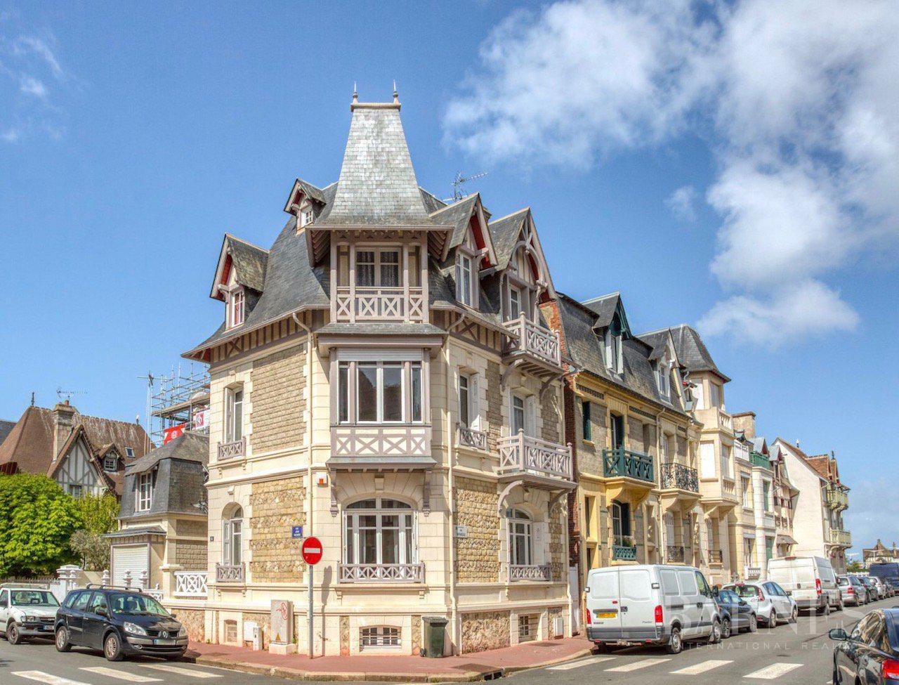 Deauville  - Maison 9 Pièces 6 Chambres - picture 1