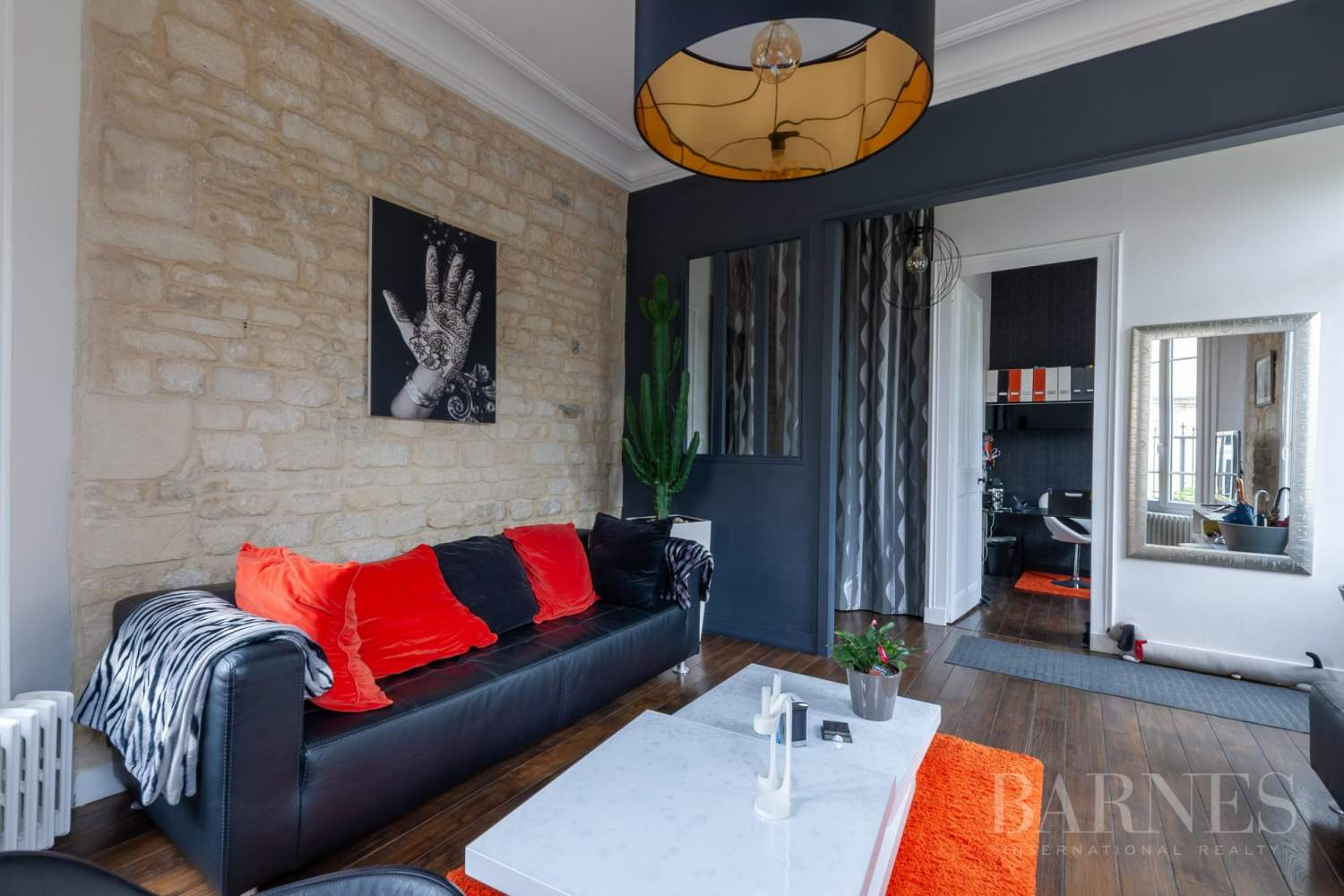 Caen Centre - Fully-renovated 196m² (2,109 sq ft) bourgeois house, 4 bedrooms, with garden and garage picture 4