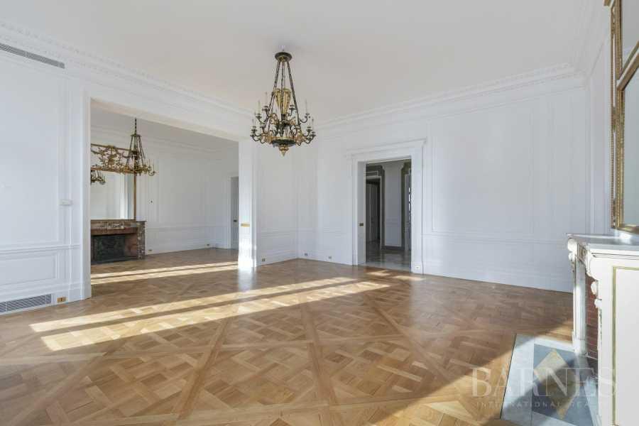 Paris  - Appartement 8 Pièces 5 Chambres