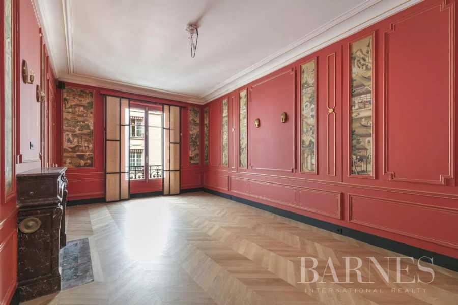 Paris  - Appartement 8 Pièces 3 Chambres