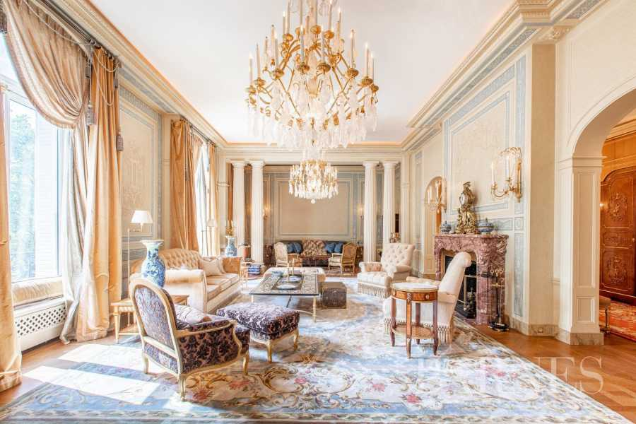 Paris  - Appartement 8 Pièces 4 Chambres