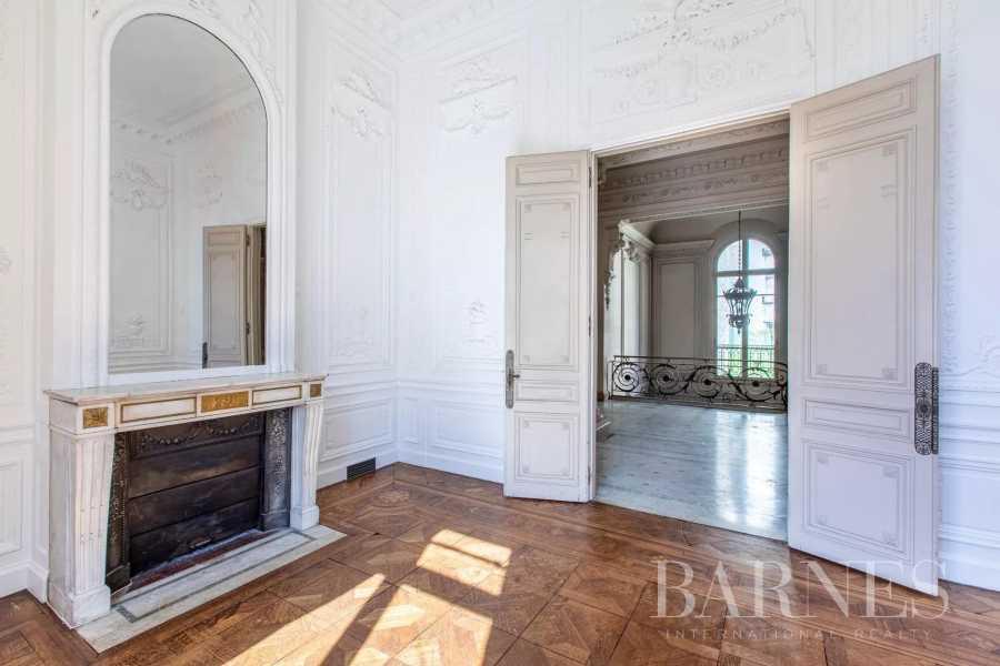 Paris  - Maison 32 Pièces