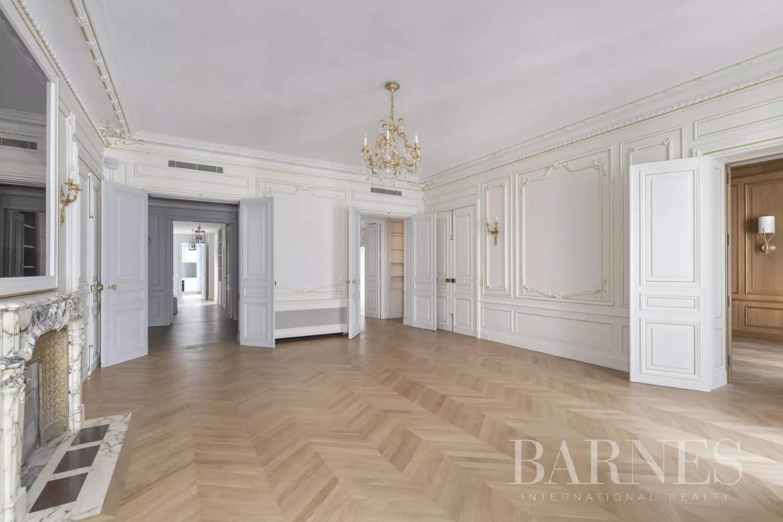 Paris  - Appartement 8 Pièces 3 Chambres - picture 1