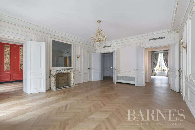 Paris  - Appartement 8 Pièces 3 Chambres - picture 2