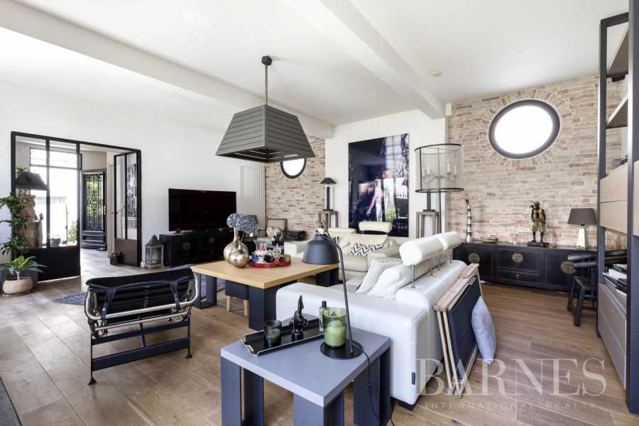 Courbevoie  - Maison de ville 9 Pièces 6 Chambres