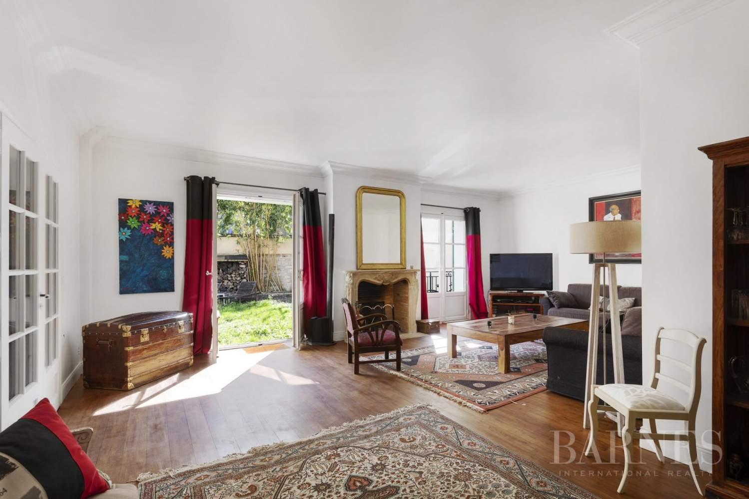 maison style mansart centre ville rueil malmaison ventes. Black Bedroom Furniture Sets. Home Design Ideas