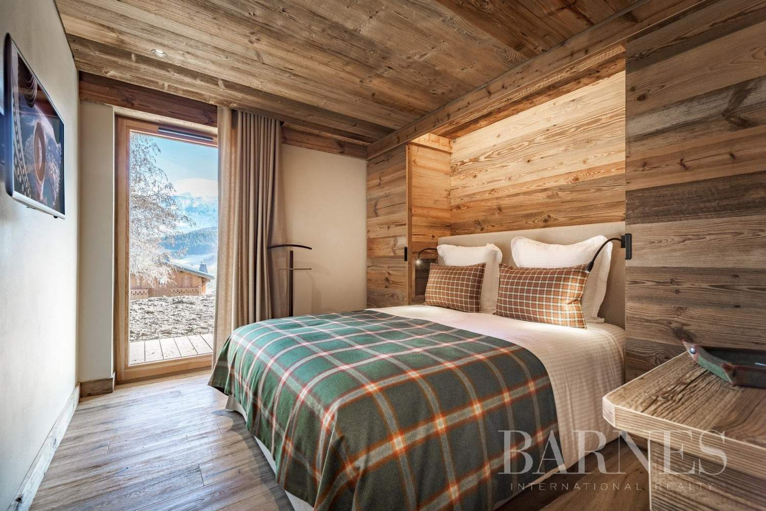 Exclusive to Barnes - Future high chalet facing Mont Blanc picture 8