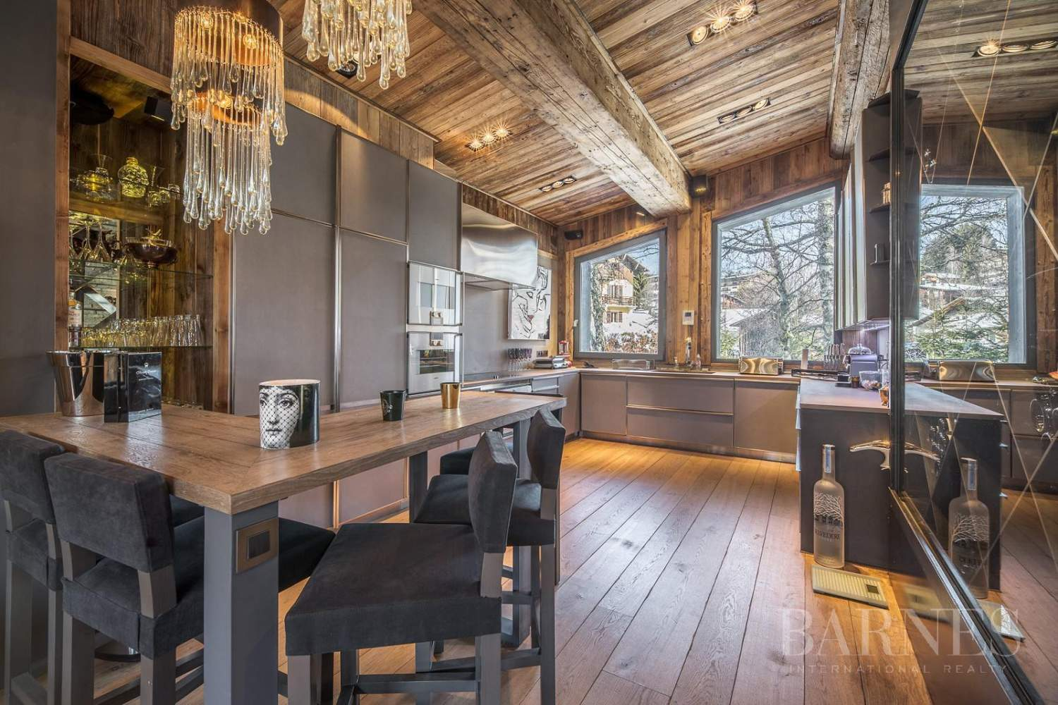 Stunning luxury chalet picture 18