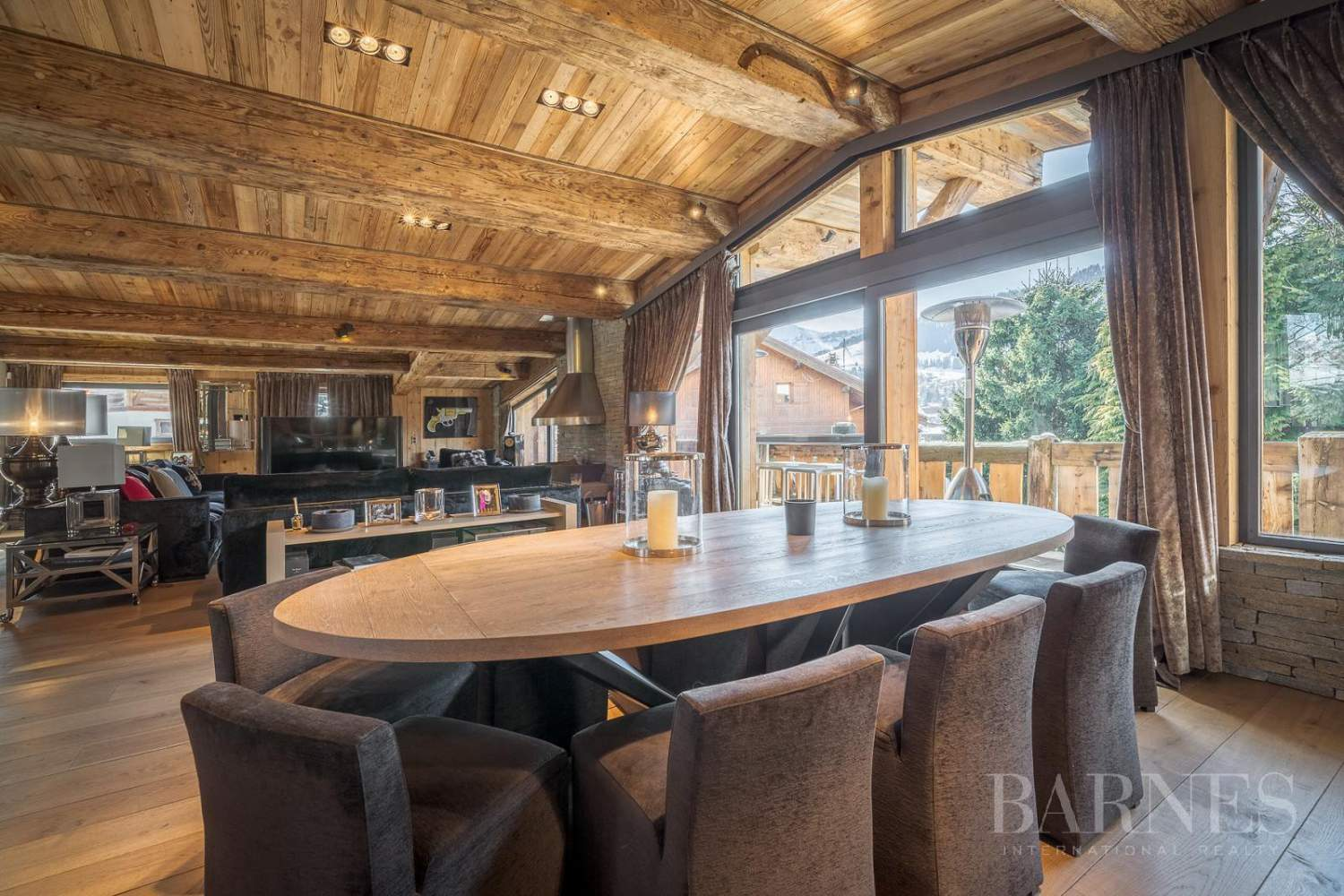 Stunning luxury chalet picture 3