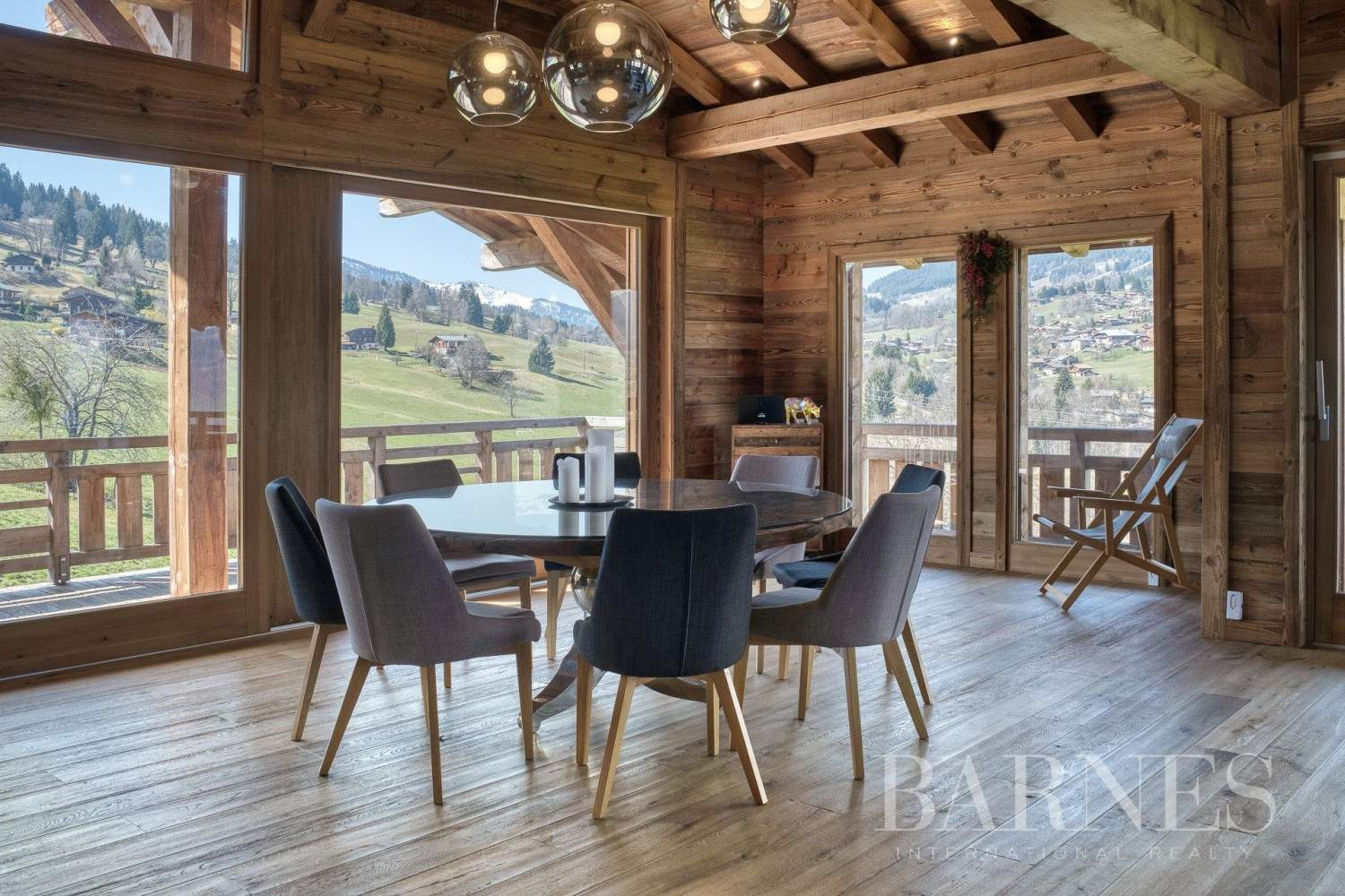 Lovely chalet filled with sunlight situated near La Princesse ski slopes picture 2