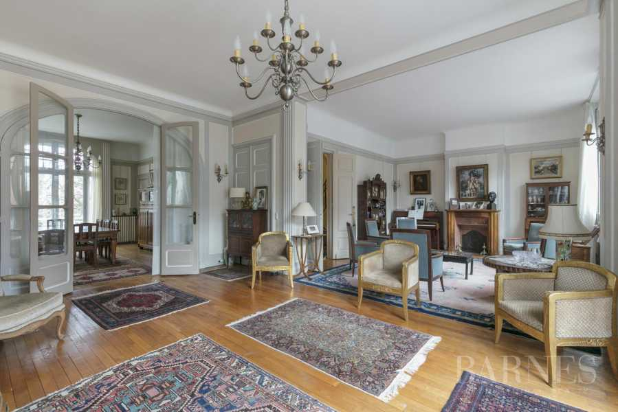 BOURGEOIS HOUSE WITH GARDEN - PRIVATE ROAD - NEUILLY/SAINT-JAMES picture 19