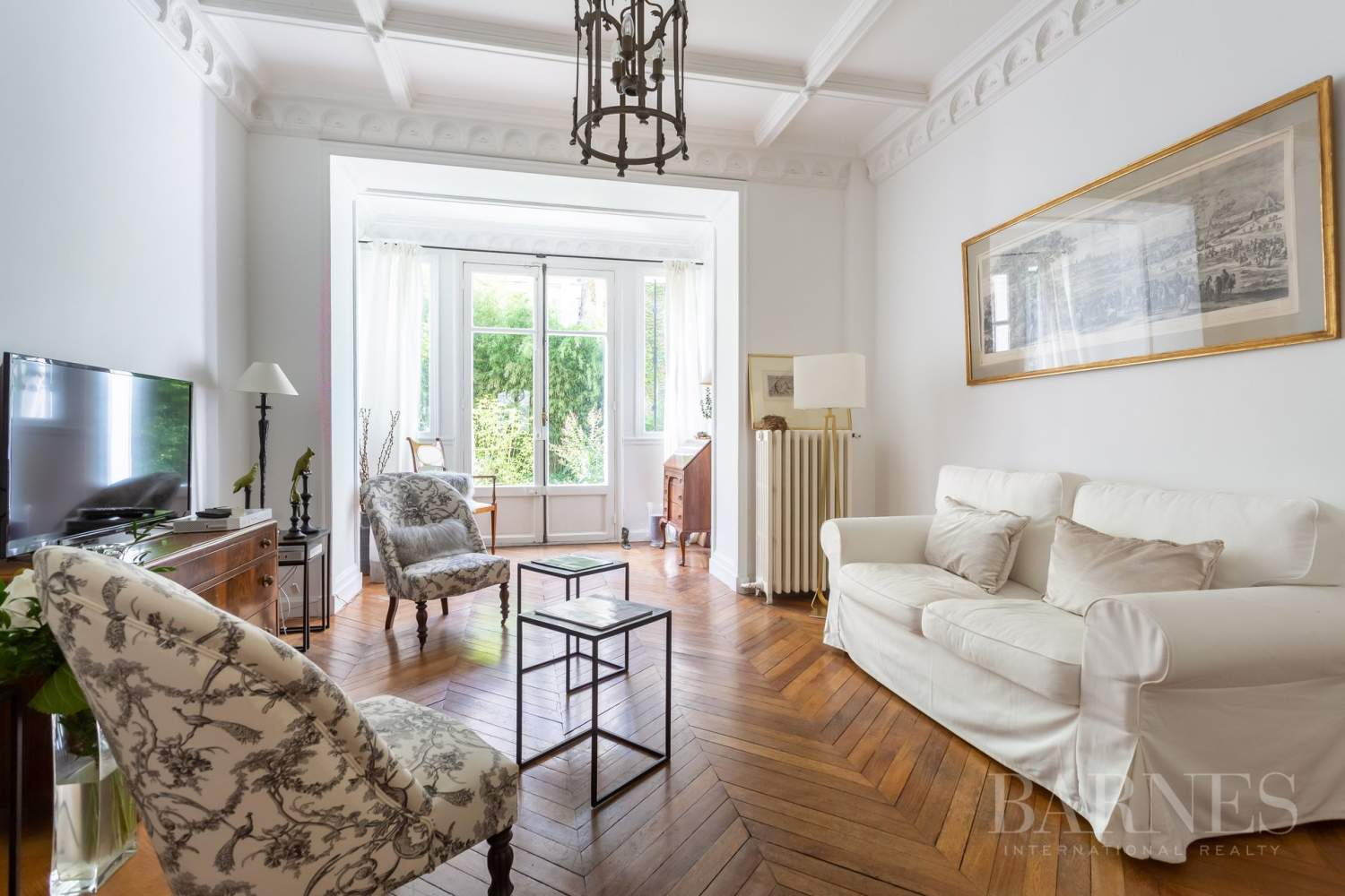 Sole Agent - Neuilly Sablons - Beautiful period parquet, mouldings, fireplace - garden picture 4