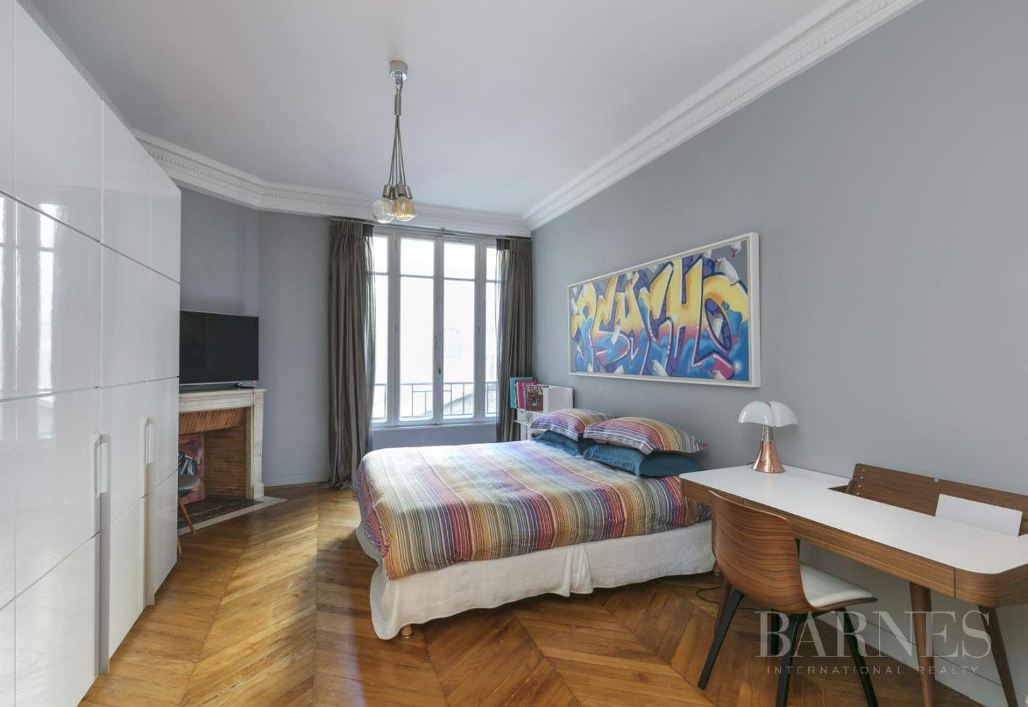 NEUILLY - BOIS - 5-ROOM APARTMENT - 1930s BUILDING picture 3