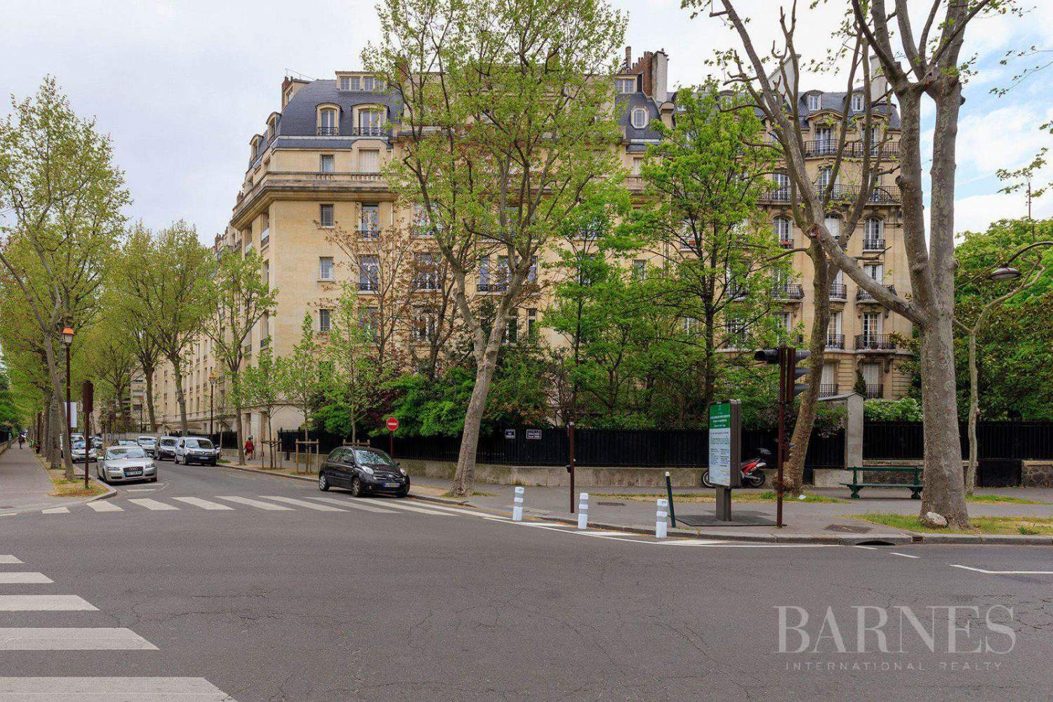 EXCLUSIVE - 8-ROOM APARTMENT FOR SALE - RENOVATED 1930s BUILDING - NEUILLY/PASTEUR picture 8