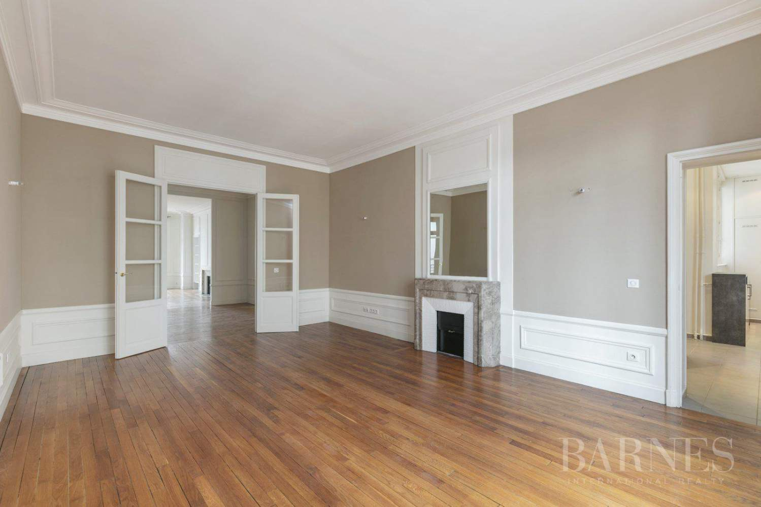 EXCLUSIVE - 8-ROOM APARTMENT FOR SALE - RENOVATED 1930s BUILDING - NEUILLY/PASTEUR picture 2