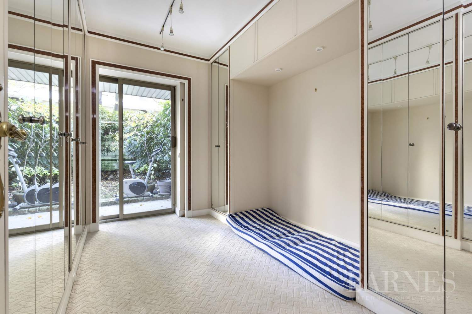 NEUILLY - CHATEAU - JARDIN et TERRASSE - 2/3 CHAMBRES - PARKING picture 11