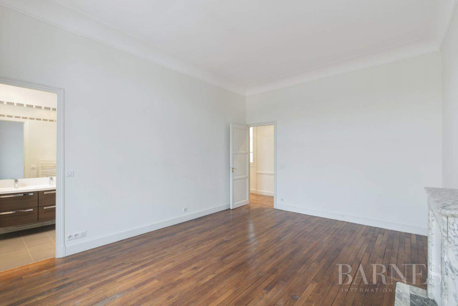 EXCLUSIVE - 8-ROOM APARTMENT FOR SALE - RENOVATED 1930s BUILDING - NEUILLY/PASTEUR picture 10