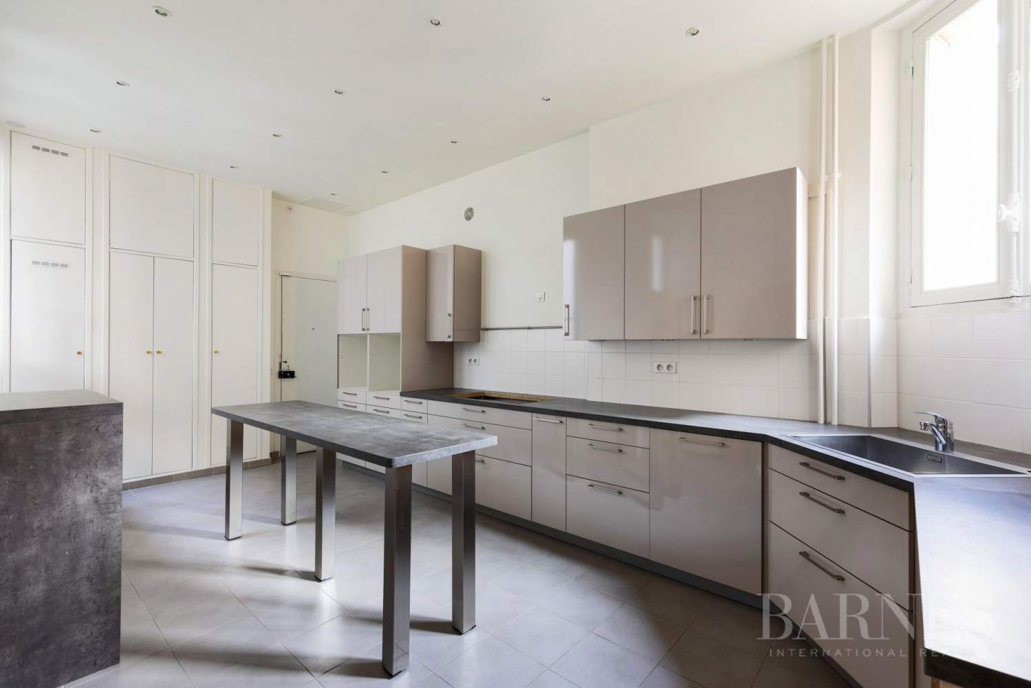 EXCLUSIVE - 8-ROOM APARTMENT FOR SALE - RENOVATED 1930s BUILDING - NEUILLY/PASTEUR picture 16