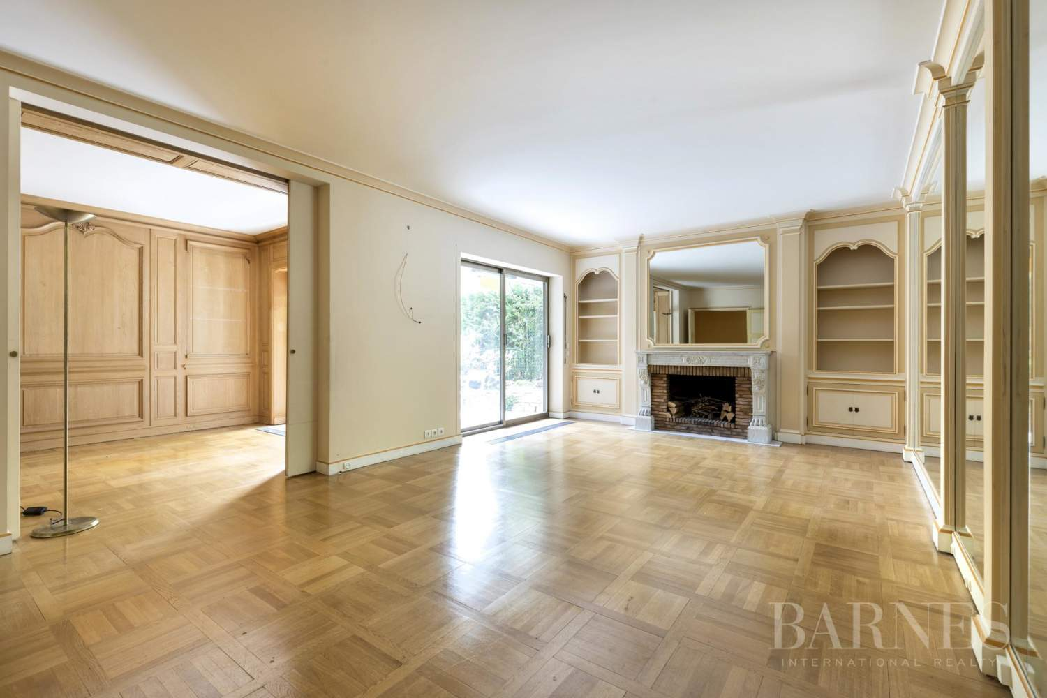 NEUILLY - CHATEAU - JARDIN et TERRASSE - 2/3 CHAMBRES - PARKING picture 1