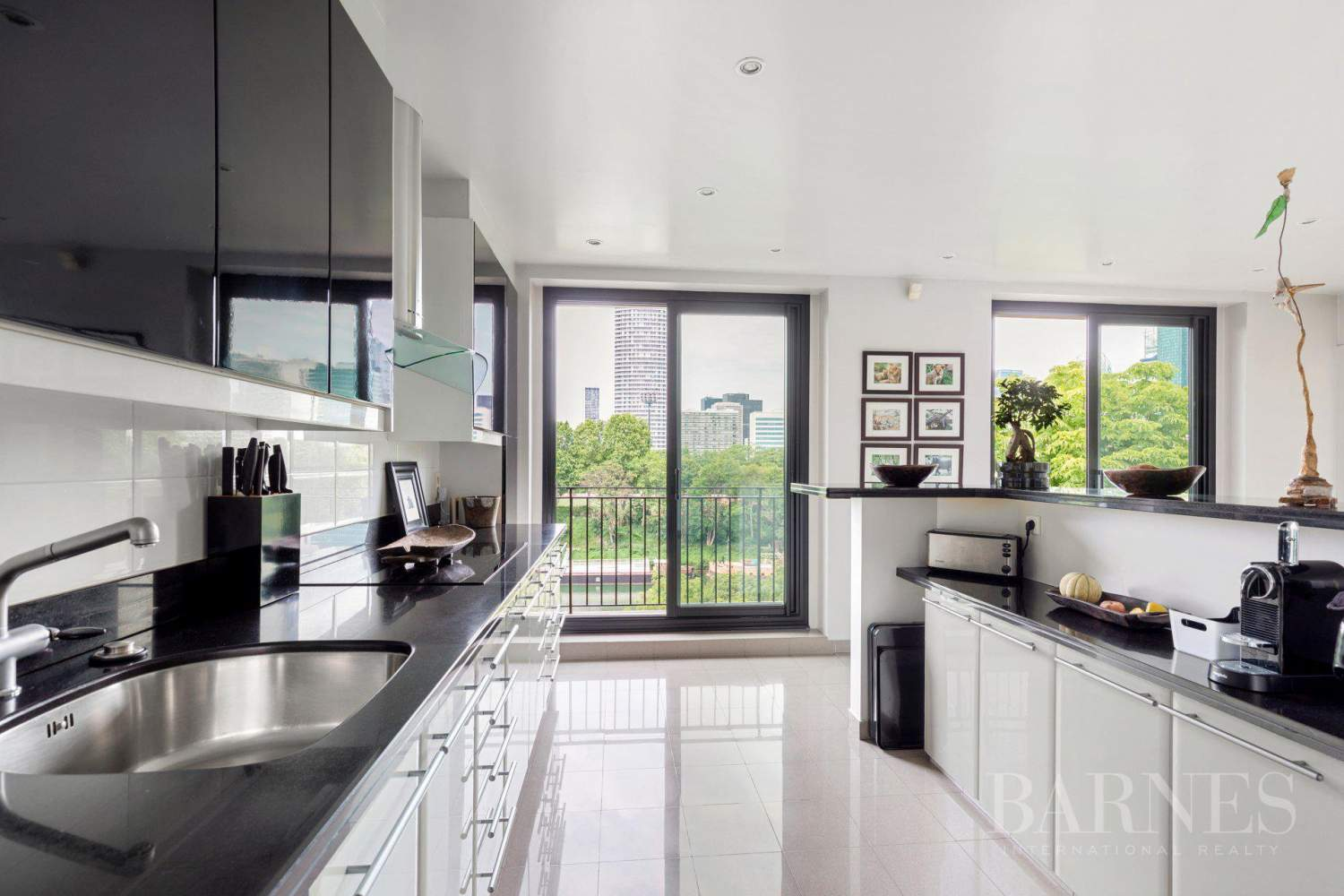 EXCLUSIVE - NEUILLY SAINT-JAMES - APARTMENT WITH RECEPTION ROOMS - UPPER FLOOR - PANORAMIC VIEWS picture 6