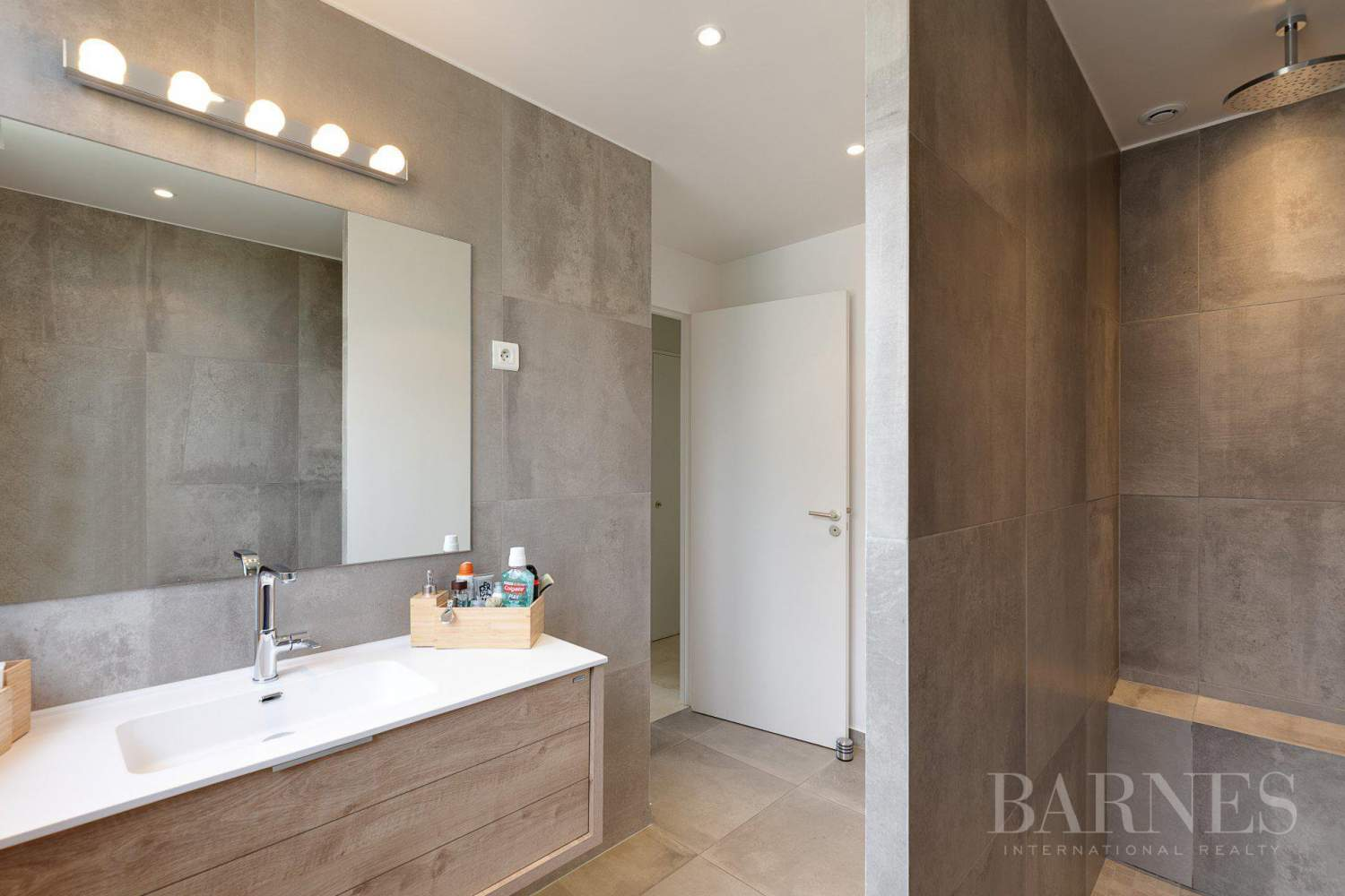 EXCLUSIVE - NEUILLY SAINT-JAMES - APARTMENT WITH RECEPTION ROOMS - UPPER FLOOR - PANORAMIC VIEWS picture 17