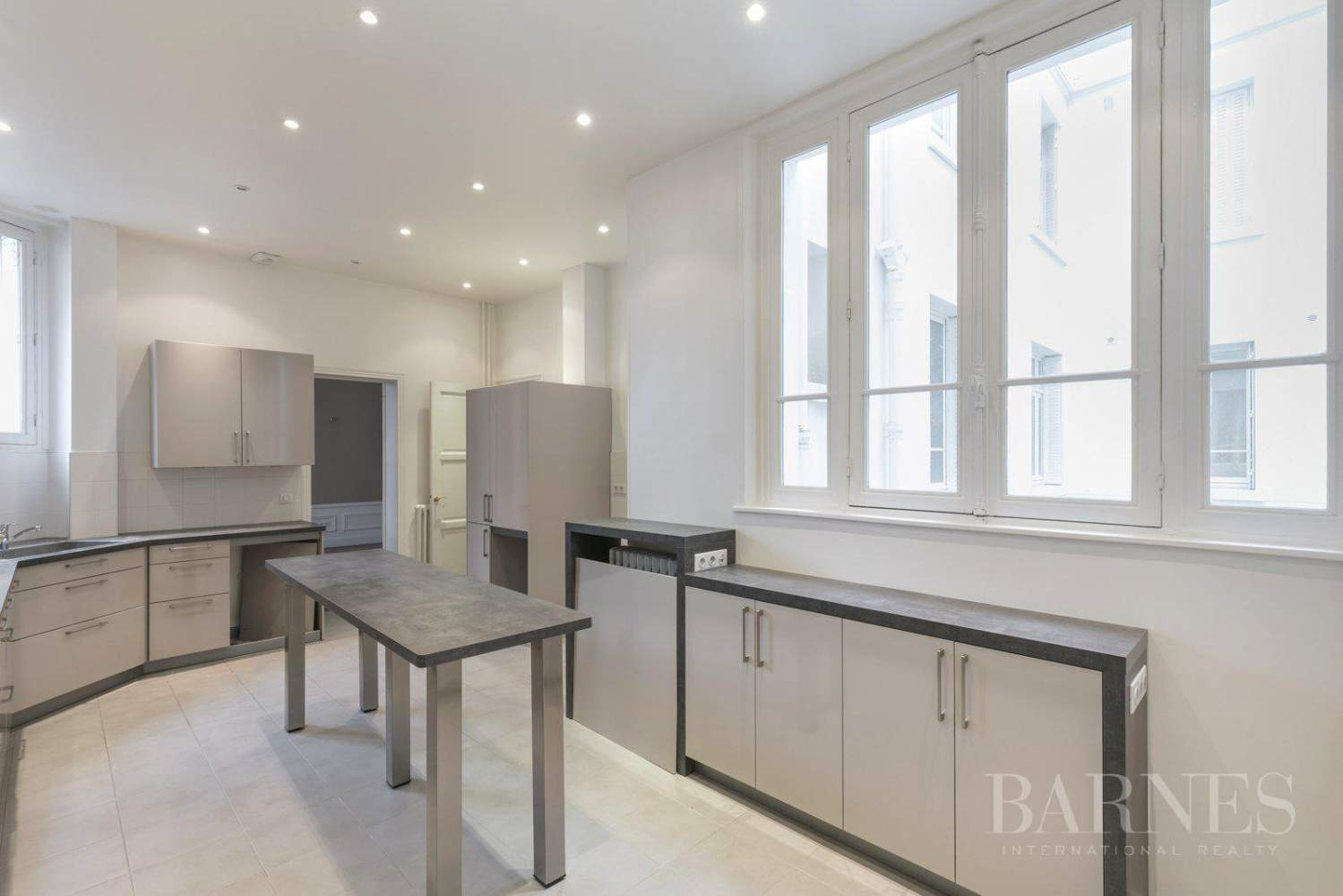 EXCLUSIVE - 8-ROOM APARTMENT FOR SALE - RENOVATED 1930s BUILDING - NEUILLY/PASTEUR picture 9